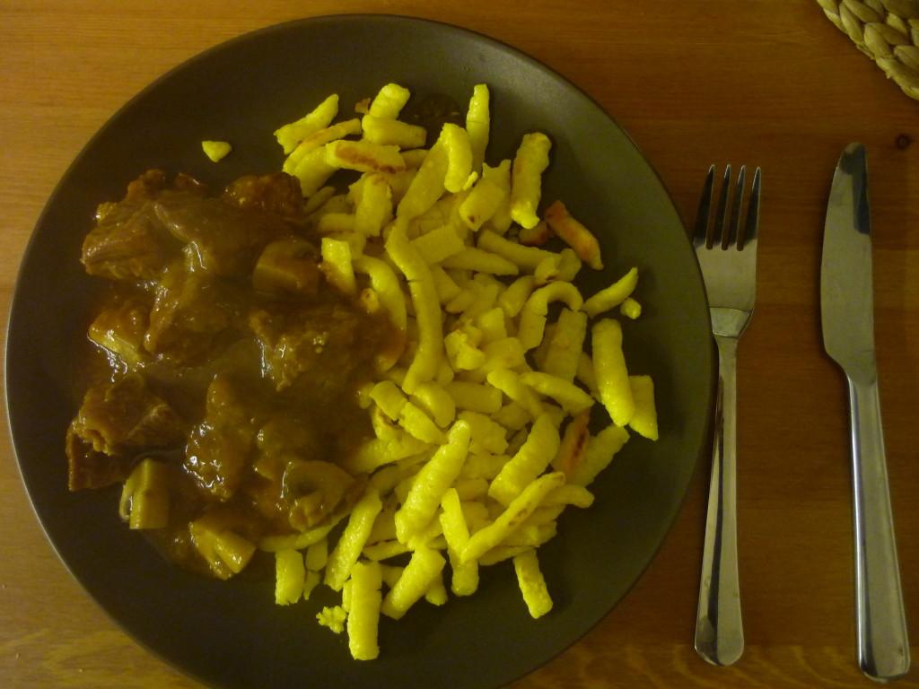 Goulash de boeuf avec des Spätzle