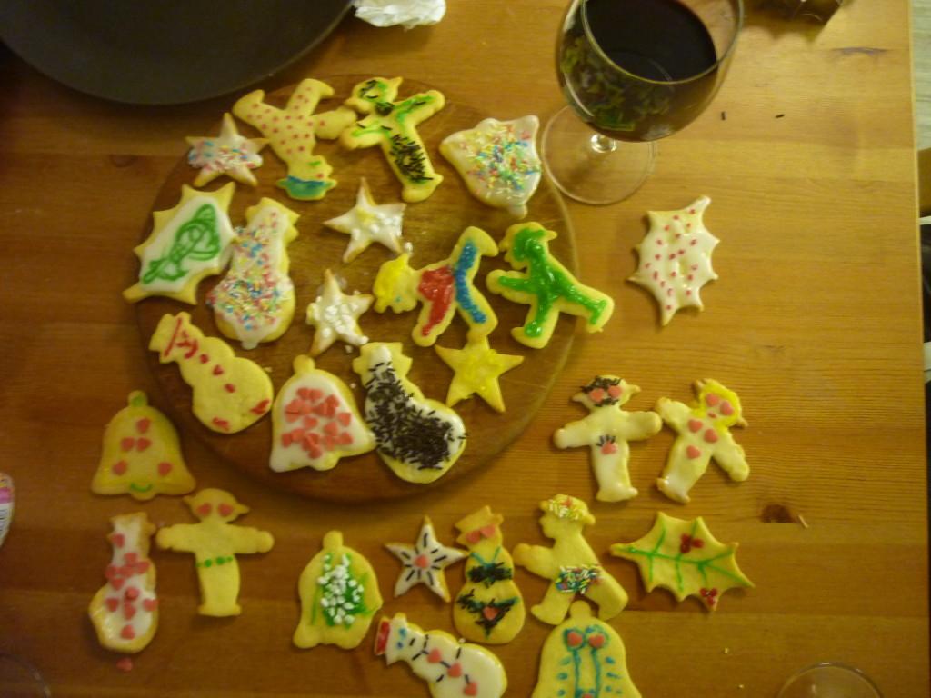 Faire du vin chaud et des biscuits de Noel